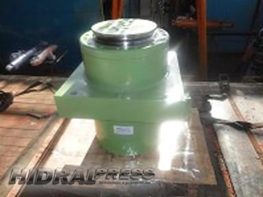 Manutenção de cilindros hidraulico